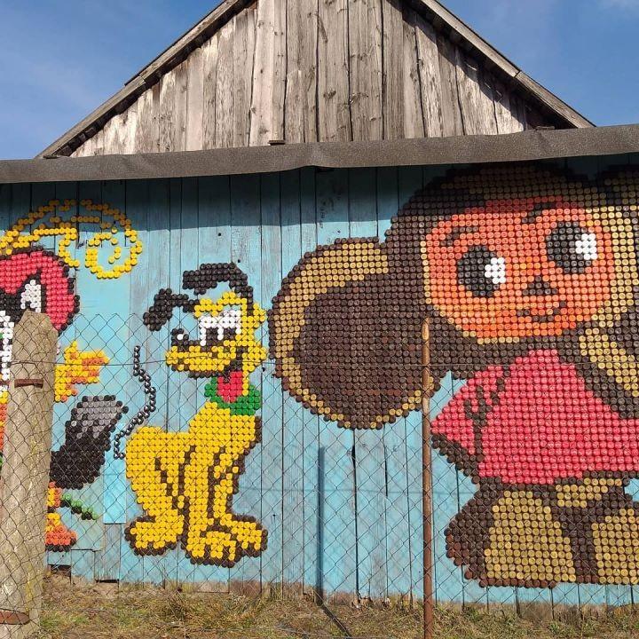 На Чебурашку ушло два года! Герои мультиков из крышечек «поселились» в Брестском районе